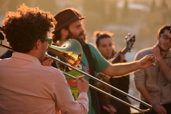 caza feliz: día veintiuno — la musica